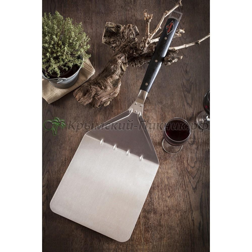 Набор из четырех предметов Fornetto: Щетка, Кочерга, Нож для пиццы, Лопатка для пиццы.